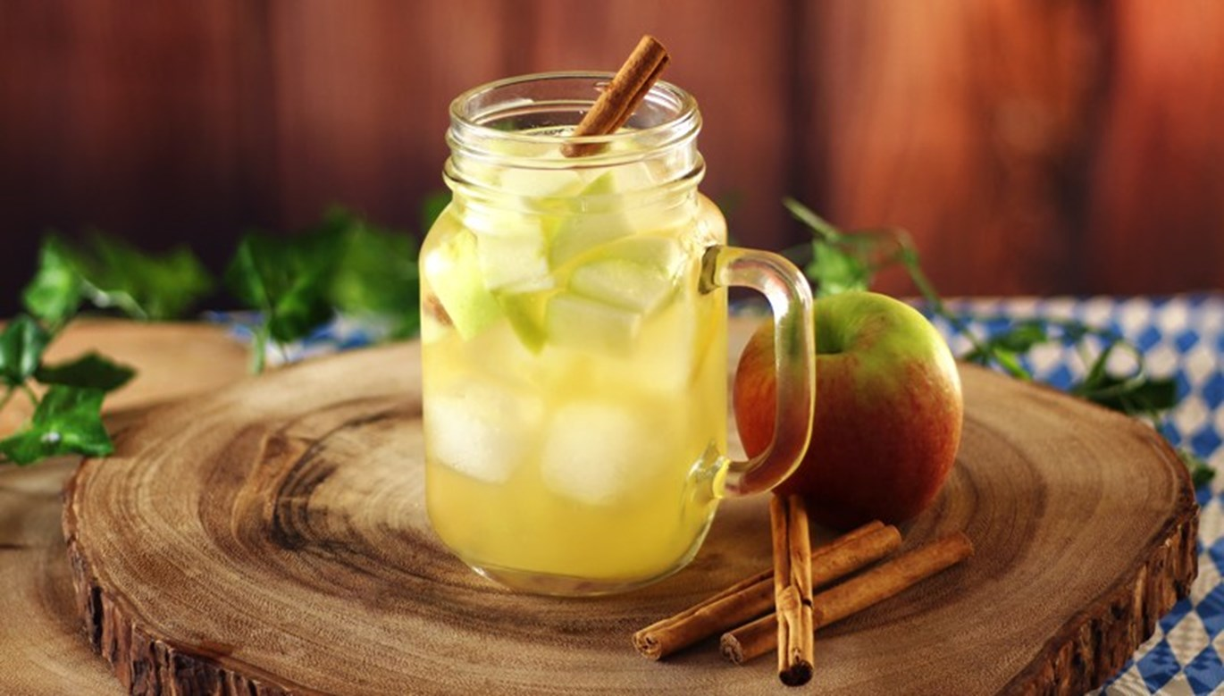 Autumn Apple Sangria Recipe